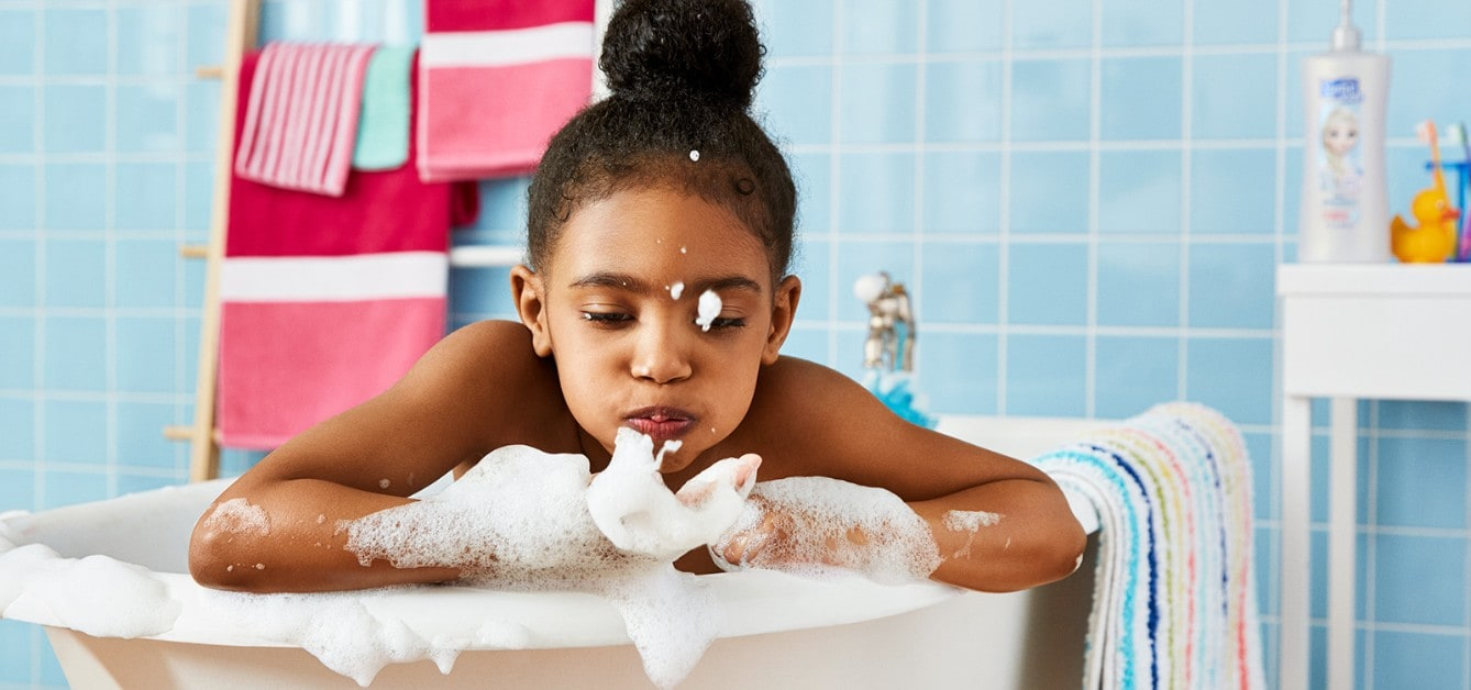 Disney Frozen Shampoo, Conditioner & Body Wash - Girl playing with bubbles in a bathtub using Suave Kids® Disney Frozen